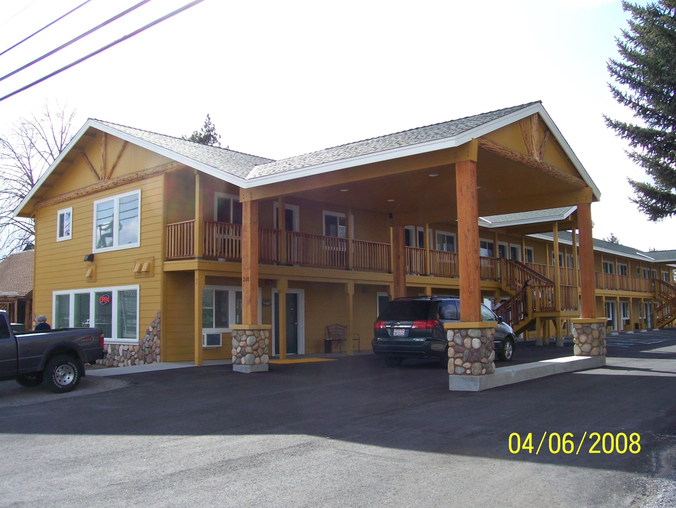 Motel/AntlersMotelMainStreetHwy36.jpg